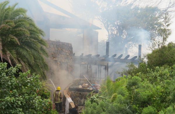 the-great-house-on-necker-island-owned-by-richard-branson-on-fire-after-lightning-struck