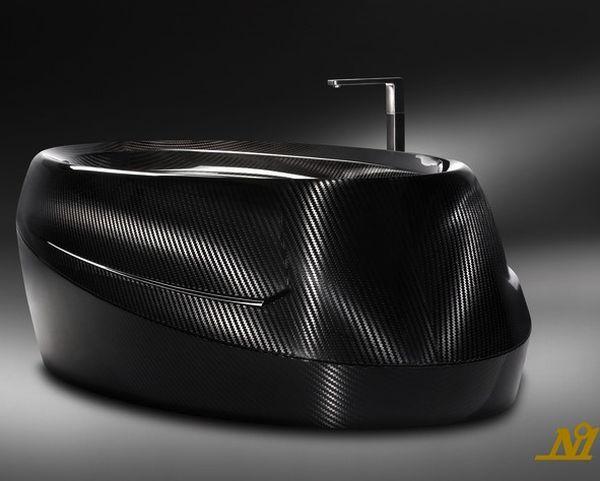 Corpo Celeste bathtub