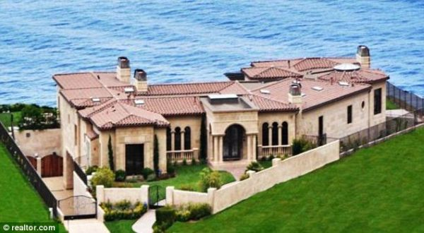Trump's Luxury mansion in California