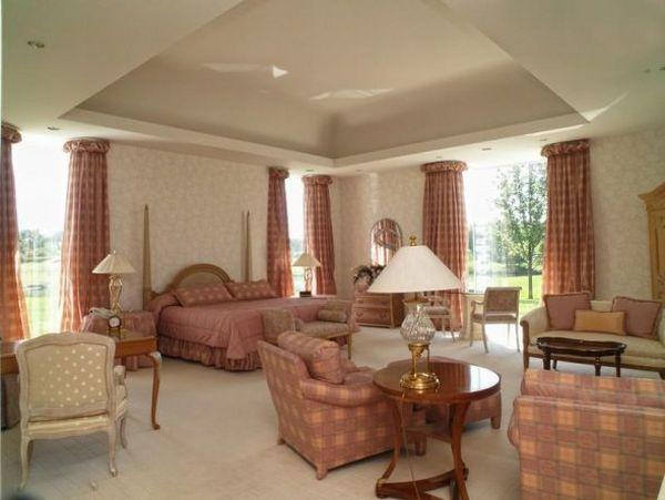 the-master-bedroom-is-mono-chromatic