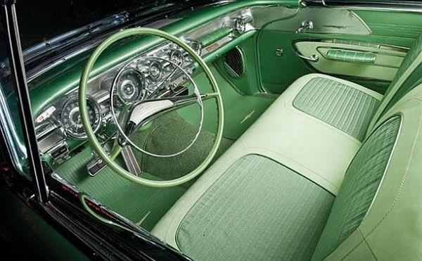 1958 Pontiac Bonneville Super Deluxe Sport Coupe  2