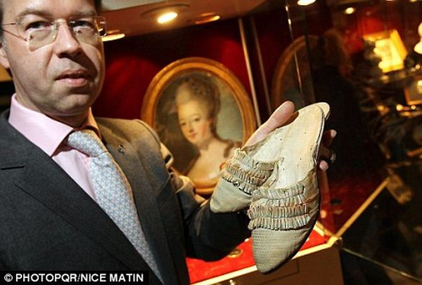 marie antoinette shoe auction