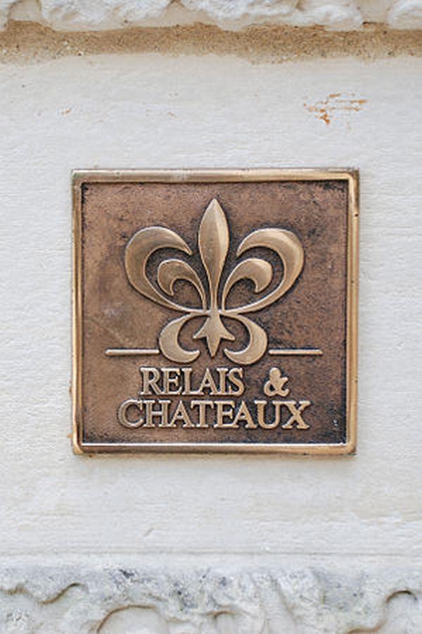 The logo of Relais & Châteaux