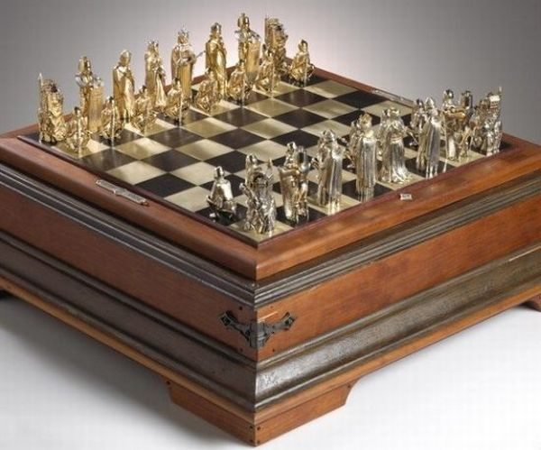 Custom-14k-gold-chess-set-1