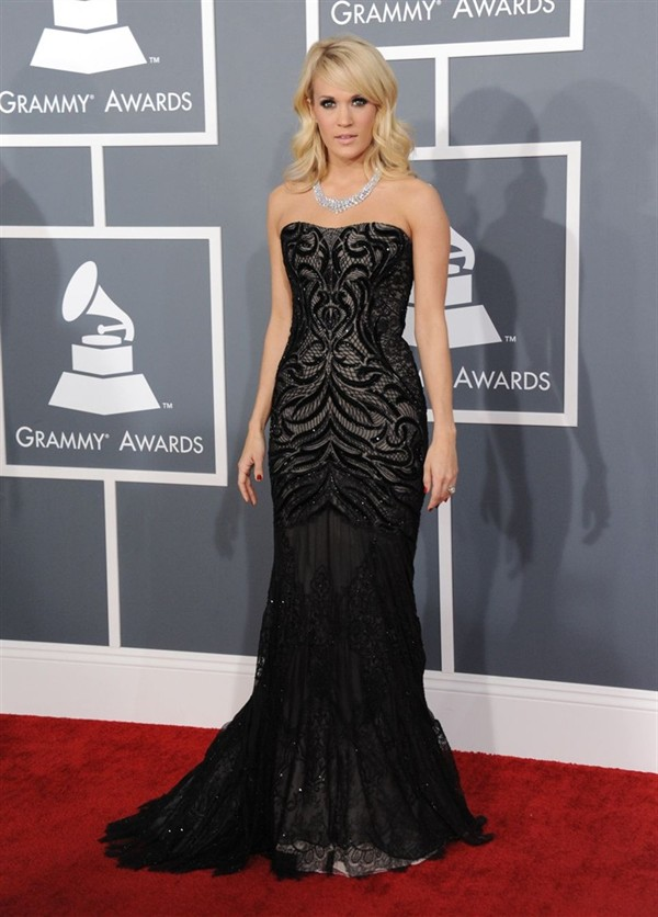 carrie underwood grammys dress jewellery