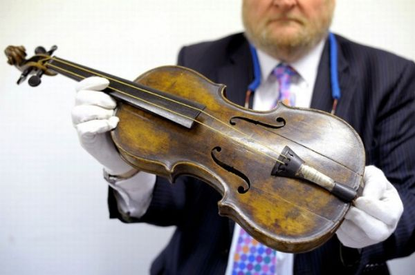 Violin Whic Was Played as Titanic Sank